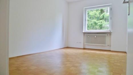 Kinderzimmer in einer geräumigen 5 Zimmer Wohnung in München