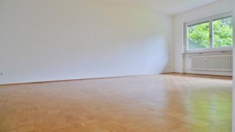 Großes Wohnzimmer einer Münchner 5 Zimmer Wohnung