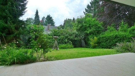 Schöner Garten einer 5 Zimmer Wohnung in München