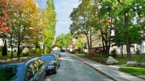 Ruhige Straße vor einer 3-Zimmer Wohnung