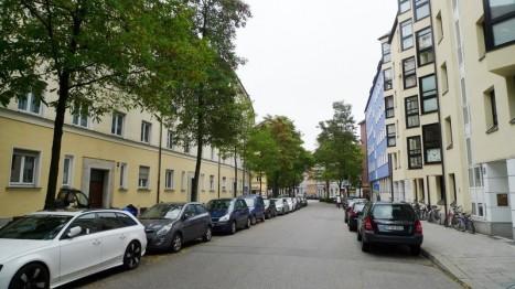 Straße vo einer 2-Zimmer-Wohnung in Schwabing-München