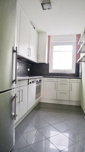 Küche in für Rollstuhlfahrer geeigneter Wohnung